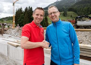 AK-Präsident Peter Eder mit dem neuen Pongauer Bezirksstellenleiter Martin Goller.