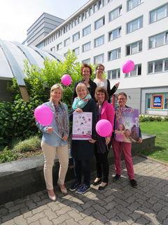 Kristina Hametner (3.v.li.) und ihre Mitarbeiterinnen wollen die Gesundheit von Frauen verbessern.