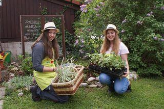Die Schülerinnen Sarah Handl und Michelle Bachner in Gaming.