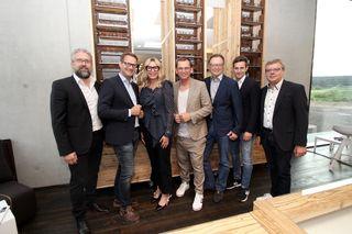 Die Andy Wolf-Gesellschafter Katharina Schlager, Andreas Pirkheim, Heimo Stix und Wolfgang Scheucher mit Ehrengästen.