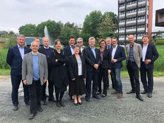 Bgm. Marcus Martschitsch (3.v.r.) und Stadtwerke-Geschäftsführer Stefan Lorenzoni (2.v.r.) begrüßten die Delegation.