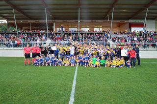 Eine große Familie: Der SV Licht Loidl Lafnitz feierte den Meistertitel in der Regionalliga Mitte und den Aufstieg in die Sky Go Erste Liga.