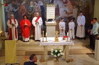 Dechant KR Paul Balint,  Dr. Yohanes H. Monteiro, Diakon J. Hantig, Ministranten, Lektore