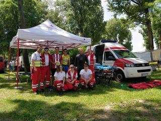 ÖRK: Team des Roten Kreuzes Klosterneuburg beim Triathlon zu Pfingsten