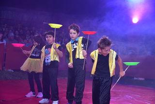 Jonglieren, Balancieren – und immer lächeln – so gewannen die Kinder der Volksschule Steinfeld das Publikum für sich.
