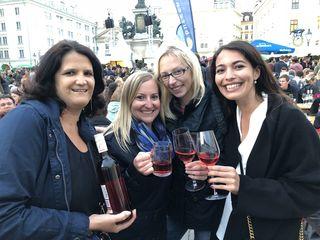 Die Güttenbacherinnen Bettina Keglovits, Ursula Hajszan, Anja Jenisch und Paula Radakovits (von links) überzeugten sich beim Kul(t)inarium in Wien gerne vom Uhudler aus heimischen Gefilden.