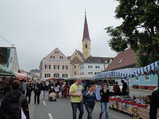 Beim Schönen Sonntag wird die Ortsdurchfahrt von Wundschuh zur kommunikativen und kulinarischen Meile.