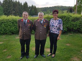 Hauptbrandmeister Stefan Haupert (Mitte) wurde von Kommandant Andreas Grandits und Bgm. Karin Kirisits geehrt.