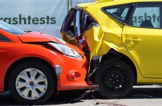 Ein Auffahrunfall mit einer leicht verletzten Person ereignete sich heute beim Kreisverkehr bei Moosburg