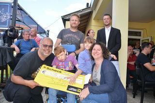 Veranstalter Werner Hohl mit Niklas und seinen Eltern