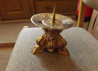 Dieser antike, vergoldete Kerzenständer wurde aus der Pfarrkirche in Biberwier gestohlen.