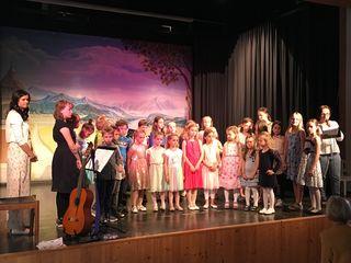 Der Kinder- und Jugendchor hat für die Mütter gesungen