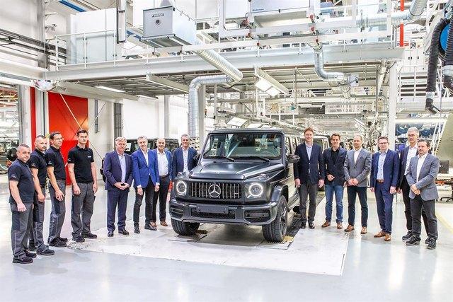 Gemeinsam mit Mitarbeitern, Politikern und Konzernvorstand wurde der Produktionsstart der neuen Mercedes G-Klasse gefeiert.