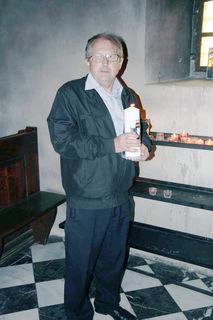 Obmann Walter Hojas entzündete eine Kerze.