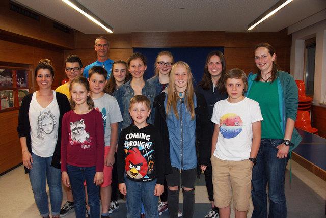 Die neue Jugendgruppe der Wasserrettung Landeck mit Obmann Wolfgang Huber und den Jugendreferentinnen Julia Eder und Michaela Hummel.