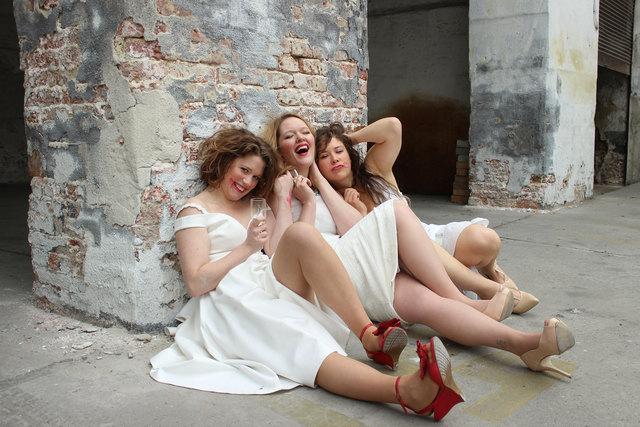 Oper rund um interpretiert das Beziehungsgeflecht und Liebesabenteuer von Mozarts Don Giovanni neu.