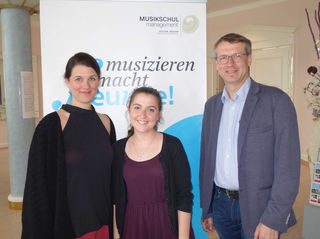 Bettina Krenosz, Conni Hackl, Dir. Norbert Suchy.