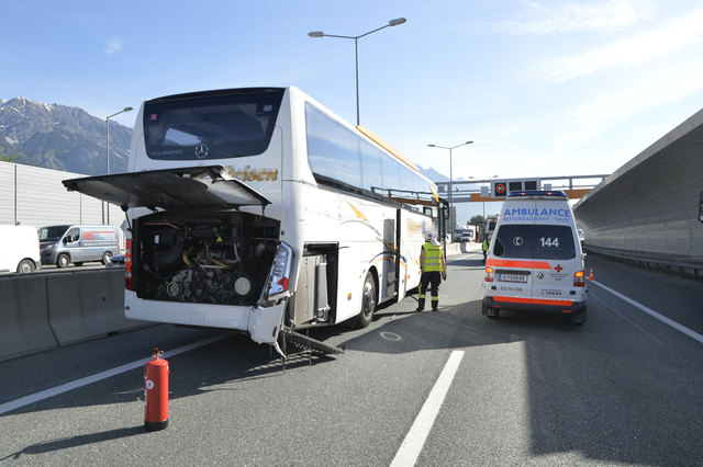 A12 IBK Ost Richtung Hall Bus-Unfall