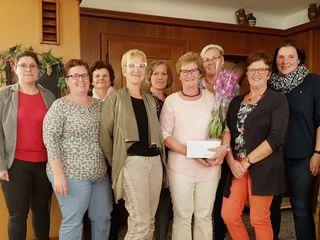 Die SPÖ-Frauen aus dem Bezirk Scheibbs ließen Hilde Glinz (4.v.r.) im Gasthof Hueber in St. Georgen an der Leys hochleben.