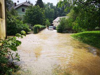 Straßen sind komplett überschwemmt