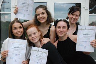 """Karin Zehetner (r.) und ihre Schülerinnen, die als Band """"Detached"""" aufgetreten sind."""