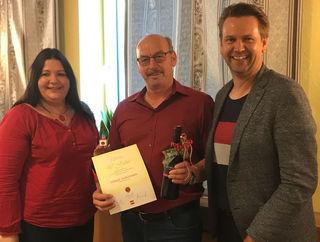 Verena Slavik, Johann Ackermann und LAbg. Rainer Windholz bei der Ehrung in Götzendorf.