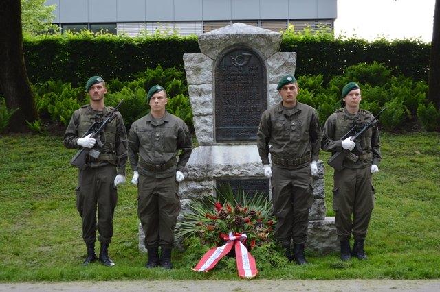Kranzniederlegung im 8er-Jäger-Park: im Gedenken an die im ersten Weltkrieg gefallenen Kameraden des ehemaligen Feldbataillons 8 (8er-Jäger)