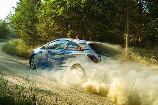 Ein Traum kann wahr werden: Die Bezirksblätter suchen einen mutigen Rallyefan, der im Bezirksblätter-Opel Corsa neben unserem Fahrer Wolfram Doberer Platz nehmen möchte.
