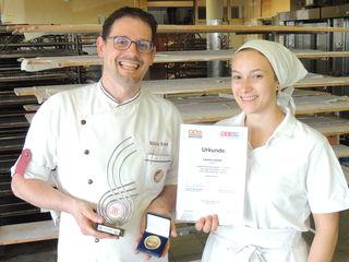 Markus Resch mit Lehrling Laura Lehner.