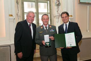 Manfred Mayer mit LH Hermann Schützenhöfer und Vize Michael Schickhofer. Foto: steiermark.at/Frankl