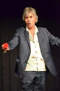 Klaus Rohrmoser gastierte am 25.5. mit seinem Soloprogramm im Theater im Container in Telfs.