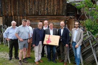Holzcluster und proHolz gratulierten Innungsmeister Fritz Egger zu seinem 60. Geburtstag.