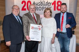 Im Bild: Vizepräsident Josef Breiter, Anton Kothmiller (Oldtimer), WKNÖ-Präsidentin Sonja Zwazl, Anton Plank (Oldtimer Zöbern).