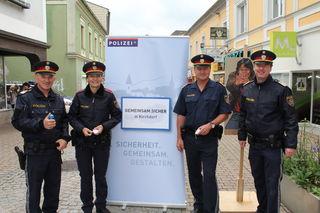 Beamte des Bezirkspolizeikommandos gaben Sicherheitstipps für Frauen.