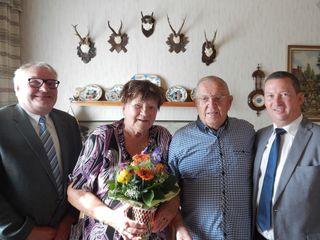 Vizebürgermeister Karl Fritsch, Brigitta und Franz Hübel sowie Bürgermeister Gerald Glaser.