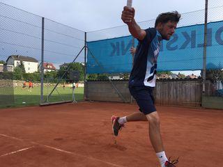 Alex Bucewicz, Team-Captain der Herrenkampfmannschaft, siegte in allen bisherigen Einzeln und Doppeln.