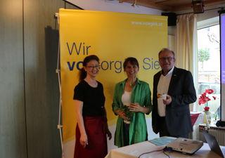 Gabriele Penzenauer, Nicole Seiler und Martin Gassner beim Vortrag.