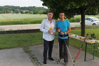 v.l.n.r. Harald Köppel (stv. Leiter Service-Center Mistelbach der NÖGKK) und Mag. Hans Heidenreich (Nordic Walking-Trainer)