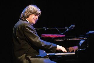 Axel Zwingenberger feiert auf der ganzen Welt umjubelte Konzerte.