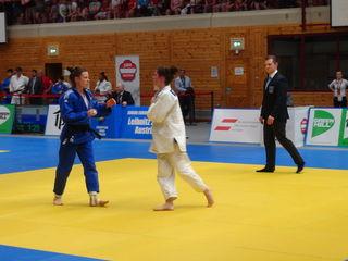 Einzig durch Lisa Denng (-48 kg) war für Österreich eine Medaille in Griffweite. Allerdings unterlag Denng (l.) im Kampf um die Bronzemedaille zum Schluss doch noch durch Ippon ihrer Gegenerin Mascha Ballhaus (r.) und belegte als beste ÖJV-Judoka des Turniers den 5. Platz.