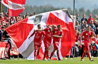 Jubelstimmung: Die Kicker des GAK befinden sich nach dem fixierten Aufstieg in die Regionalliga in Feierlaune.