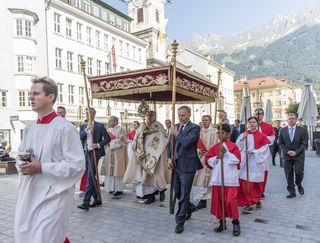 Fronleichnam Prozession 2018 / Bischof Hermann Glettler / Dom - Maria Theresienstraße, Annasäule / 31.05.2018 / @Vanessa Rachlé/Diözese Innsbruck