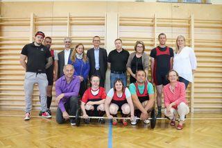 Das Sportlerteam mit Betreuern und Vertretern des RC Feldkirchen (Präsident Alfred Matauschek stehend, 4. von rechts)