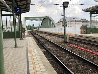 Arbeiten sind gestartet: Wie hier in Hernals sieht man schon die Vorboten der großen Baustelle auf der S-Bahn-Strecke.