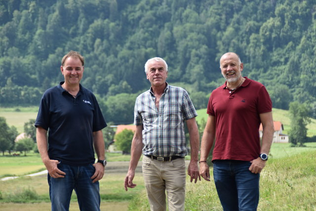 Gefährliche Engstelle wurde entschärft:  StR Herwig Röttl (re.) mit Mitarbeitern der Tiefbau-Abteilung der Stadtgemeinde Feldkirchen