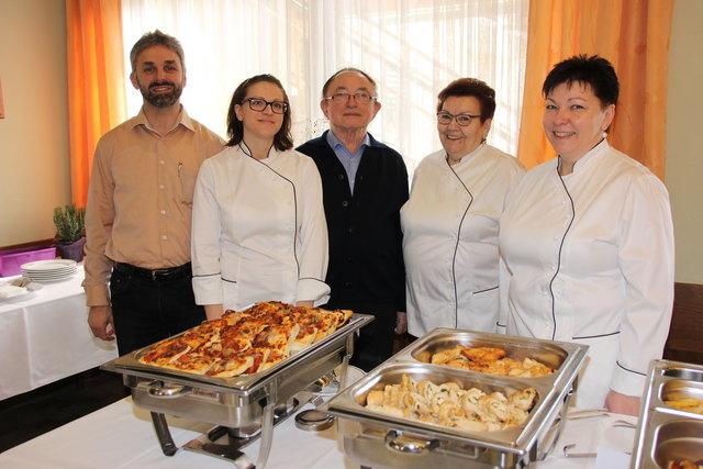 Herta Walits-Guttmann (rechts) und ihre Gastronomen-Familie legen viel Wert auf die Verwendung regionaler Zutaten.