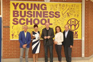 Am Bild: TVB-Vorsitzender H. Schwindhackl, Direktorin B. Hauswiesner, Experte H. Kopeter, Landesschulinspektorin für kaufmännische Schulen A. Graf und Initiator P. Thaller (v.l.).