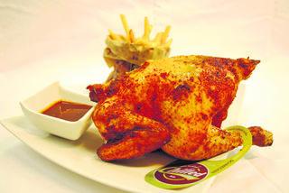 Chilled chicken: Das Bio-Grillhendl im Uhof hatte ein schönes Leben und wurde gut gefüttert.