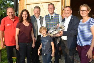 Stadeleröffnung: Manfred Parisch, Gudrun Tindl-Habitzl, Thomas Grießl, Felix Stonek mit Sohn Valentin, Herbert Bauer und Susi Derler