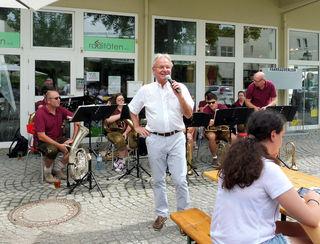 Bgm. Franz Pennauer begrüsst Musikanten und Gäste
